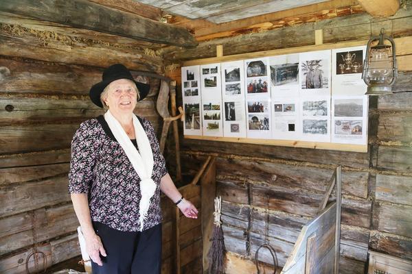 Gudrun Khan berättar om Lindblomshusets historia.