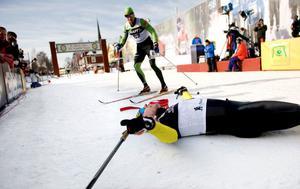 6 Mars. Jörgen Brink vinner Vasaloppet och faller utmattad ner efter mållinjen. Min primära uppgift på plats var att göra webb-tv. Men yrkesskadad som man är så åker stillbildskameran fram ändå när tillfälle ges.