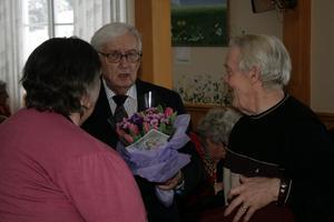 Hela lördagseftermiddagen var det kö av gratulanter när Sigurd Paulsson höll öppet hus.