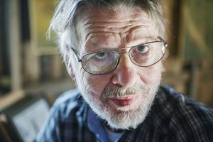 Lars Mortimer avled 2014. Han föddes i Sundsvall men bodde sedan många år i Långhed utanför Alfta.