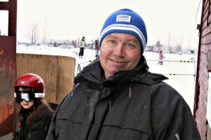 Lars Eriksson har jobbat vid slalombacken hela denna vinter. Han brukar vara där i stort sett varje dag.