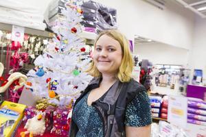 På Djurkompaniet i Birsta märker butikschefen Katarina Vahlgren av en ökad efterfrågan kring jul.
