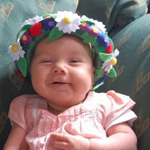 Isabelle, 3 månader, firar sin första midsommar.