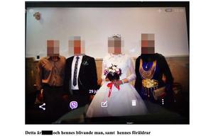 Den 19-åriga dottern fotograferad på bröllopsfesten.