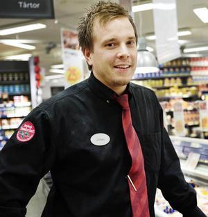 """Men det förutsätter att butikerna är med på åtgärden. Johan Svensson, chef på Ica Kvantum i Östersund, är positivt inställd till Milkos idé. """"Men Milko måste få igenom det här på bred front i alla butiker"""", säger han."""