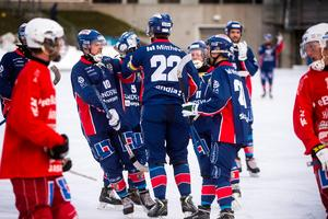 SSK-kaptenen med nummer 22, Niklas Blomqvist, satte 4–0 på en hörna i den första halvleken och lagkamraterna var snabbt framme.