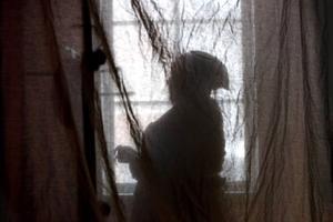 Det finns få historieskrivningar om kvinnliga livsöden som det kring karolinerhustrun Brita. Hon spelas i den nyskrivna pjäsen av Lena Bengtsson.