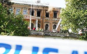 Villa Bergalid eldhärjades på lördagsmorgonen. Polisen misstänkte tidigt att branden var anlagd och grep en 17-åring skäligen misstänkt för grov mordbrand.
