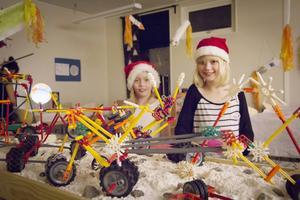 Naima Hansson Englund och Ameli Widmara har varit med och byggt månbilar.