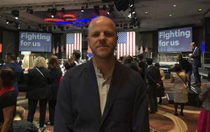 Författaren och journalisten Martin Gelin mitt i presidentkampanjen, aktuell med bok om Hillary Clintons väg till makten.