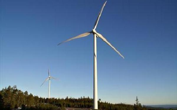 Nu snurrar det på Säliträdberget i Mora där det finns åtta vindkraftverk. Platsen ligger