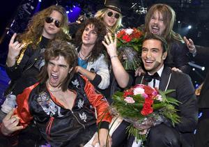 Måns Zelmerlöw och hårdrockarna Heat tog direktplatserna till Globen i Melodifestivalens andra deltävling som hölls i Skellefteå.