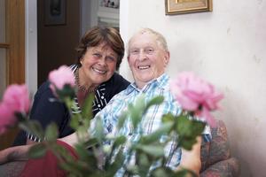 Släkt. Stig är Ingela Anderssons morbror. De två har blivit mycket goda vänner och Ingela har hyllat sin morbror med en dikt som du kan läsa i faktarutan.