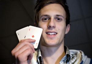 Anton Bertilsson blev tvåa i i Nordic Light på Casino Cosmopol och plockade hem 272 800 kronor.