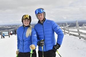 Lisa och Ludvig Lifvendahl på toppen av Lindvallen.