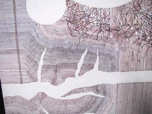 Thomas Olsson gör massor av små tuschteckningar med fina linjer. Några förstorar han sedan upp till målningar lika höga som han själv.