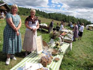 Eva Thulin och Ulla Badman bjöd på många godbitar i finvädret.