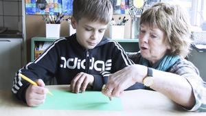 Varken 11-årige Vilhelm Larsson i klass 4F på Nybyholmsskolan eller klassföreståndaren Christina Arvidsson tycker det är nödvändigt att elever ska få betyg redan i årskurs fyra.
