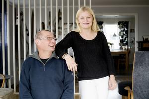 Seriepremiär i bandyligan är det som står på söndagens schema för Harald och Lina Modig. Bästa fars dags presenten skulle såklart vara seger.