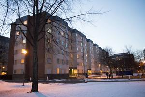 Det är det här huset på Norra Köpmangatan som har problem med varmvattnet. Där bor totalt mer än två hundra personer.
