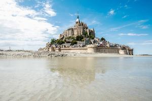 Lilla ön Mont-Saint-Michel med dess kloster är Normandies stolthet – och klassat som ett världsarv.    Foto: Shutterstock.com