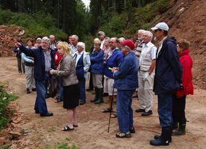 Guide. Slipstenshuggaren Ulf Svensson guidade Linnesällskapet i Linnés fotspår i slipstensgruvorna. Foto:Börje Lindh