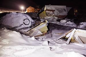 Hus som krossades vid snöskredet i Longyearbyen i Svalbard i lördags.