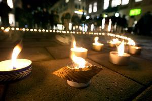 En ljusmanifestation hålls på Stora torget på onsdagen.