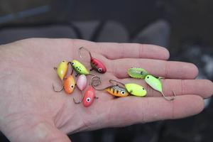 Mormyskor var populära bland fiskekompisarna. Hans Rodas tillverkar sina egna