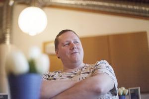 Idén om en hejarklack som bara älskar kläcktes av pastor Niklas Björklund.