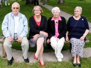 1950 års konfirmander i Stugun har haft 60:årsjubileum. Från vänster Martin Jonsson, Gunvor Forsell (Olausson), Helene Karlsson (Öhnström) och Birgitta Svensson (Stugvard).