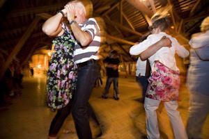 I andra akten fylldes dansgolvet med fler och fler par och stämningen höjdes.