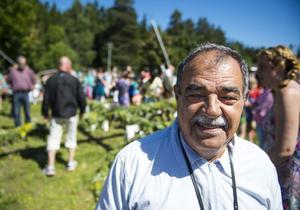 Majid som kommer från Babylon, Irak, men har bott i Sundsvall i 20 år säger att han tycker att midsommar är en fin tradition.
