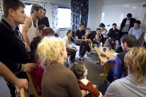 24 flyktingar från Albanien bor nu på Svanbacken. De är alla barnfamiljer.