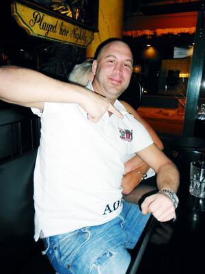 Stefan Westberg, 33, Gävle– Jag vill träffa nya människor och dricka öl. Blev förvånad att Magnus skulle uppträda på Harrys i kväll. Fick reda på det när jag betalade inträdet och tyckte det var ovanligt dyrt.