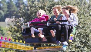 Ida Olsson, 9 år, Moa Persson, 11 år och Elin Olsson, 12 år tyckte att karusellerna var det roligaste med strömmingsleken.