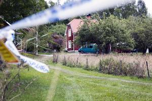 Avspärrningar vid Granliden i Arboga efter det brutala mordet och mordförsöket.