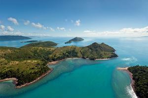 Nära Whitsundayöarna i Australien är nu en riktig lyxö till salu.