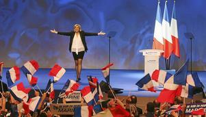 Nationella frontens Marine Le Pen går till val på att lämna EU.