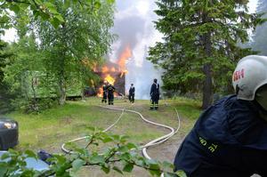 Fritidshuset var redan övertänt när räddningstjänsten kom till platsen.