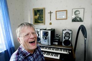 """MUSIKGLÄDJE. Musiken är livsviktig för Anders Lundin och det blir glada toner på hans 50-årsfest på lördag. Anders själv ska framträda tillsammans med durspelarna i Durdraget. """"Vi ska köra en pariserpolka och en mazurka"""", berättar han."""