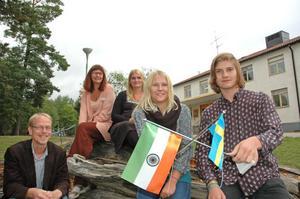 """INDIEN NÄSTA. """"Det är häftigt att en liten skola här i Skutskär åker till Indien"""" säger Kristina Olsson Söderhäll . På söndag drar hon iväg tillsammans med Johan Sennerfeldt, Pernilla Englund Johansson, samt eleverna Linnea Visuri och Filip Karlén till Indien en vecka."""