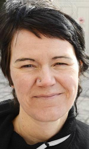 Jessika Svensson (V), har tagit initiativ till manifestationen för Kvinnojouren.