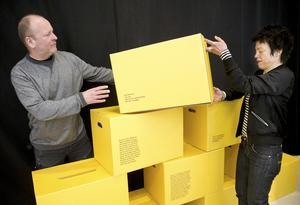 """Jerker Andersson och Annica Carlsson Bergdahl från Rot produktion har flyttat runt med utställningen """"Hembygd – någonstans i Sverige"""". Nu är de i Västerås."""