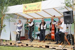 Det bjöds på ljuvlig musik från Fagersta spelmanslag under Engelsbergsdagen.
