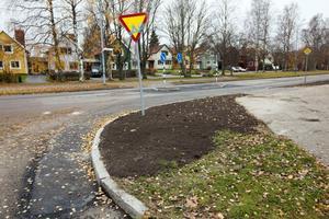 En ny refug har byggts där Brynäsgatan och Kaserngatan möts.