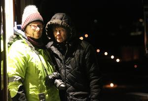 Tvillingsystrarna Britt-Marie Sandberg och Annkristin Eriksson ville inte missa ljusmanifestationen.