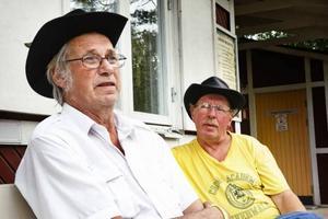 Dan Andersson från Karlskoga och Rolf Larsson träffas på countryfestivalen varje år och har blivit nära vänner efter de många åren.