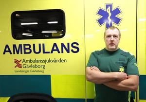 Stefan Holgersson säger att det råder ovisshet på ambulansen om hur hembesöken ska fungera.