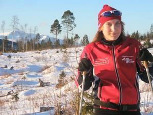 pluggar i Järpen. Linnéa Kastemyr älskar att träna skidåkning, hon går på skidgymnasium i Järpen.